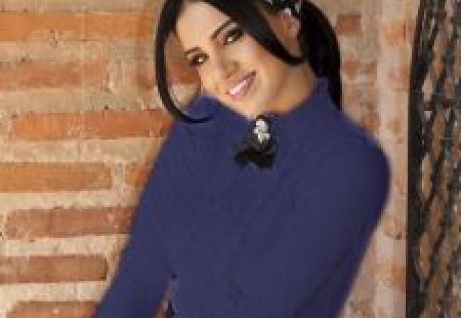 Adelina Pestritu iti propune cele mai elegante tinute disponibile pe www.HaineDama.ro