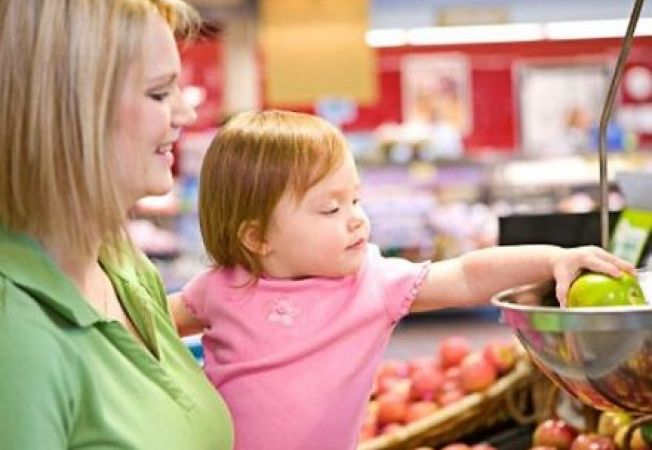 4 trucuri pentru cumparaturi usoare alaturi de bebelus sau nou-nascut