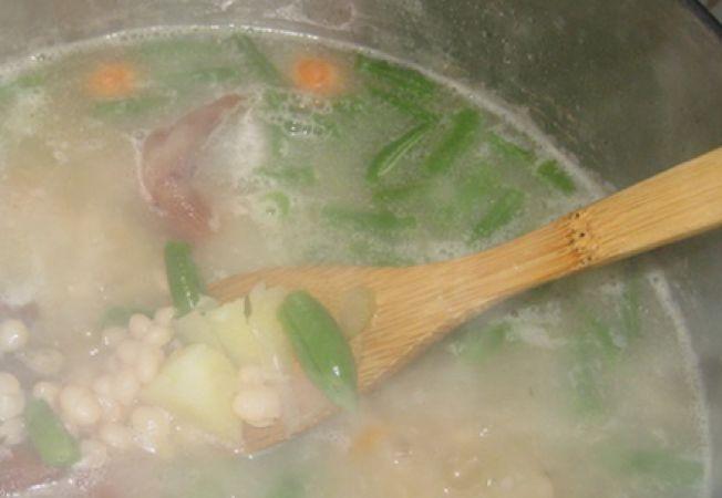 Supa de fasole verde cu legume