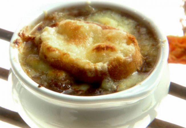 Reteta frantuzeasca: supa de vita cu ceapa