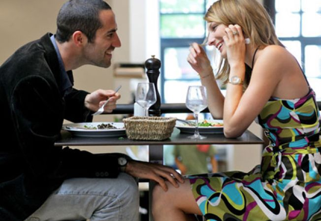 Ce sa nu-i spui partenerei tale la prima intalnire