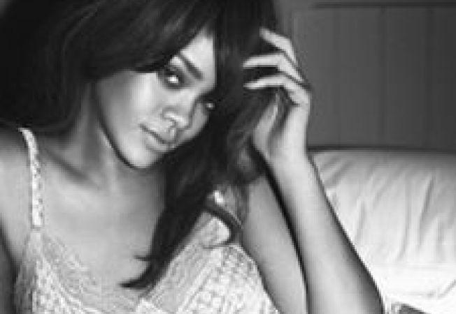 Rihanna,  look nou pentru campania Armani