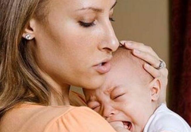 Migrenele mamei influenteaza colicile bebelusului
