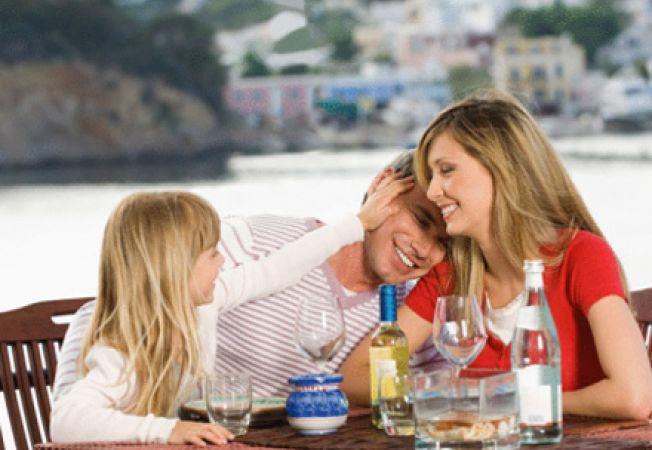 Cu copilul la restaurant - sfaturi pentru mamici