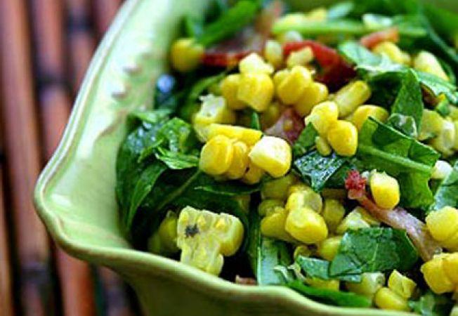 Salata de rucola cu porumb si bacon