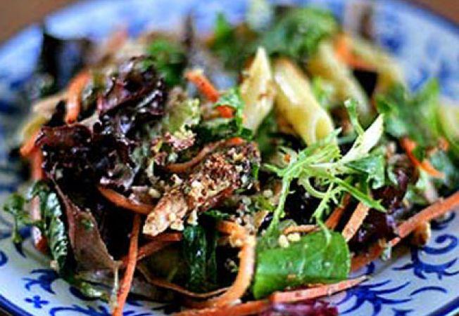 Salata de paste cu pui fript