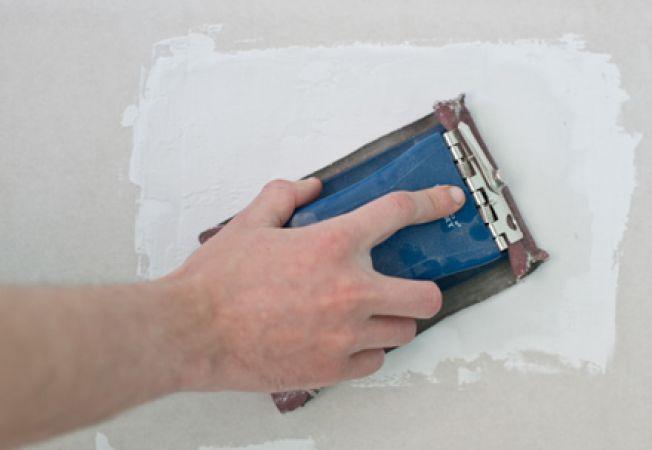 Cum repari o gaura in perete