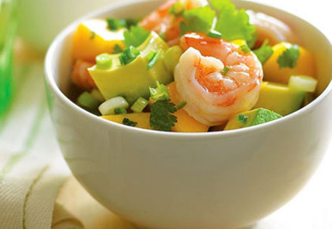 Salata cu avocado, mango si creveti