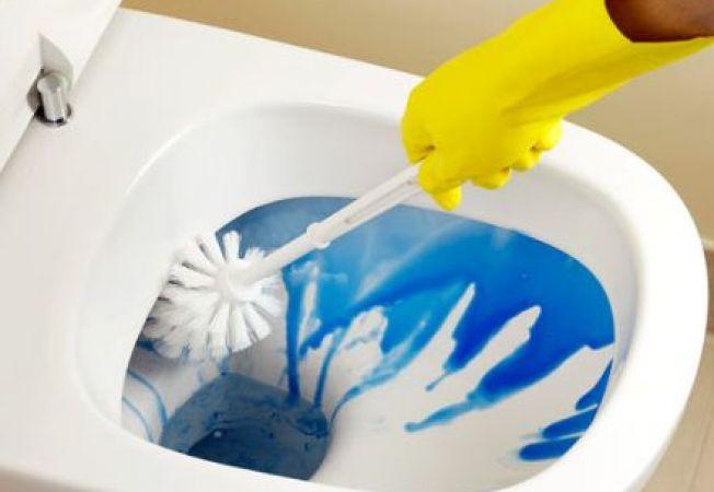 Cum indepartezi petele din vasul de toaleta