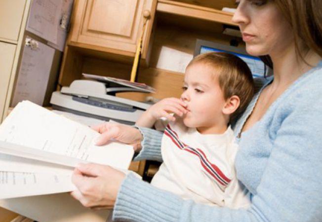 Cresterea copilului, o responsabilitate mai mult a femeilor?