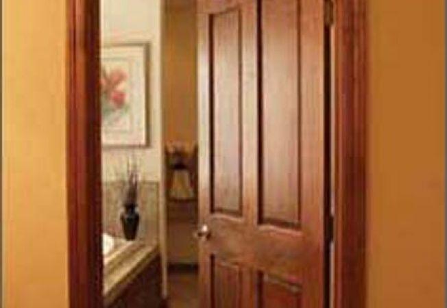 Cum reconditionezi o usa de lemn