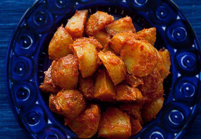 Cartofi copti cu sos de tomate