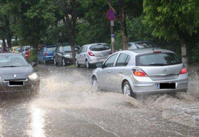 Inundatii in mai multe orase din Romania