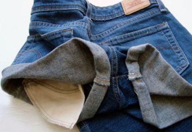 Pantalonii scurti din denim: cum ii faci singura din blugii vechi
