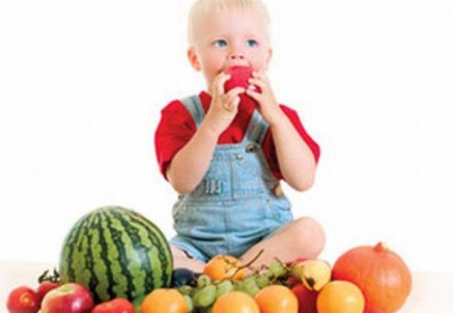 8 alimente care hidrateaza copilul in zilele caniculare de vara