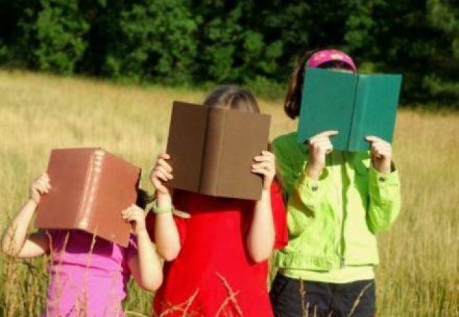 5 trucuri pentru a incuraja copilul sa citeasca in vacanta de vara