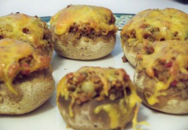 Ciupercute umplute cu crema de branza si carnaciori