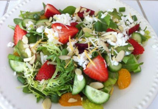 Salata cu fructe si feta