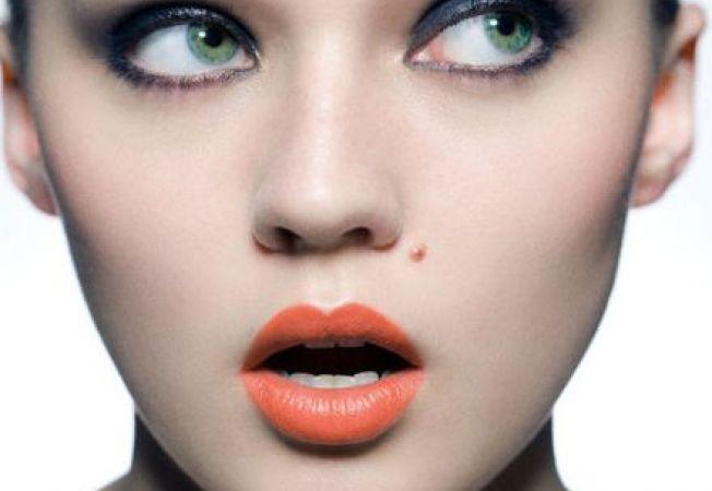 Buzele corai: nuante atragatoare din  zambetul vedetelor