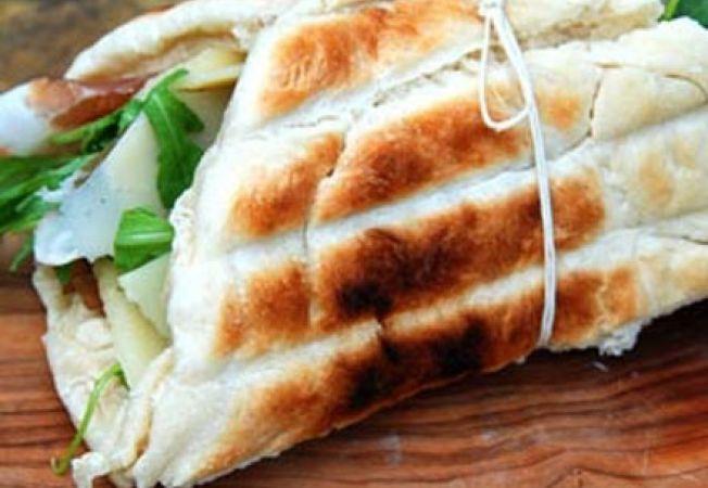 Sandwich la gratar cu foccacia