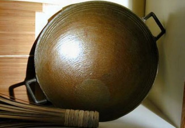Cum tratezi si ingrijesti eficient o tigaie wok din fonta