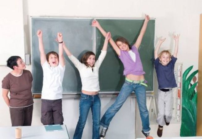 Cum sa iti inveti copilul adolescent sa stea departe de conflicte la scoala