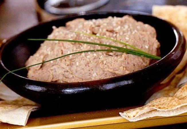 Hummus de fasole neagra