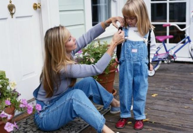 Cum iti poti determina  copilul sa poarte ghiozdanul corect