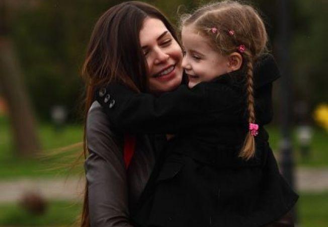 Monica Gabor sustine ca fostul sot incearca sa o indeparteze de fiica sa