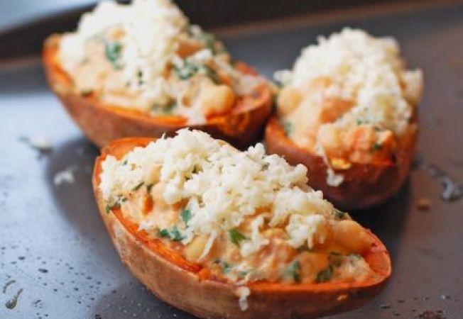 Cartofi dulci umpluti cu crema de branza