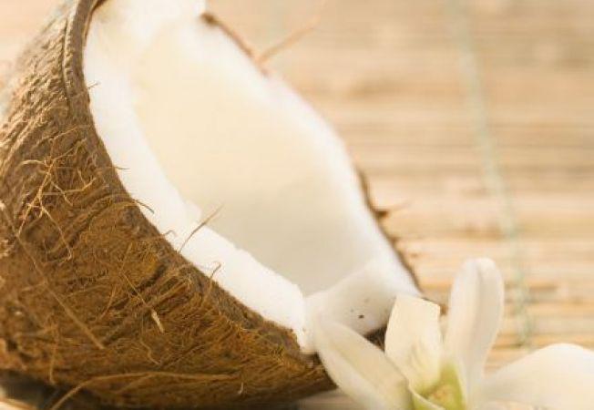 Uleiul de cocos - tratamentul ideal pentru un par stralucitor