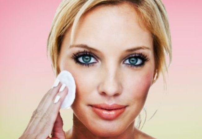 5 trucuri neobisnuite pentru inlaturarea machiajului