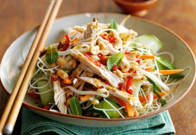 Salata vietnameza de taietei