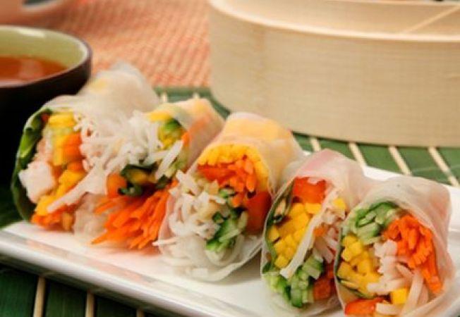 Rulouri vegetariene cu salata