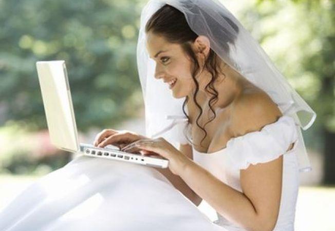 Studiu: Viitoarele mirese, dependente de internet