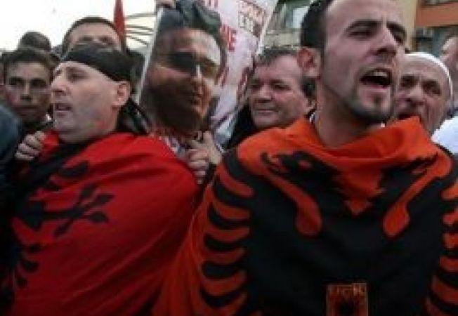 434643 0810 kosovo  manifestanti