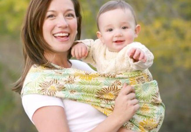 Beneficiile folosirii slingului pentru bebelusi
