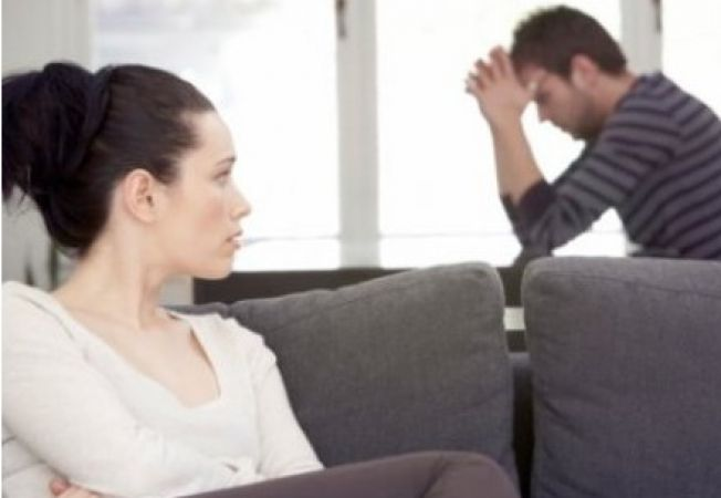 5 semne ca partenerul tau se gandeste inca la fosta