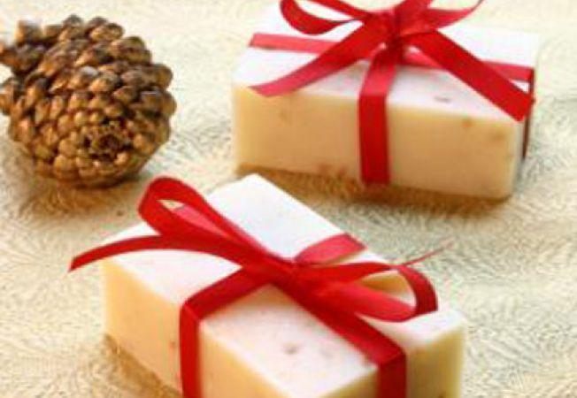 Invata sa realizezi cadouri parfumate de Craciun!