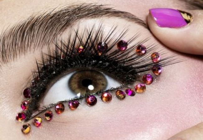 Hipnotizeaza-l cu privirea ta in noaptea de Revelion