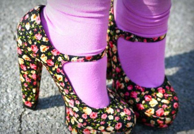 5 idei surprinzatoare pentru a purta pantofi cu toc si sosete