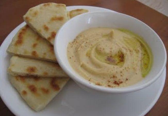 Hummus cu lamaie si lipie