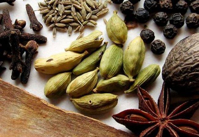 Invata sa folosesti corect condimentele pentru aromatizarea perfecta a mancarurilor