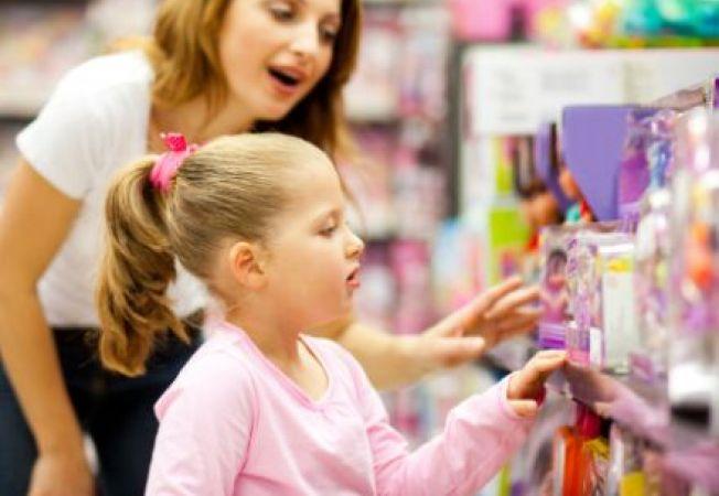 Studiu: Cei mai multi parinti isi mint copiii pentru a le schimba comportamentul