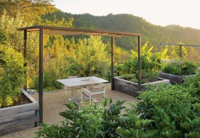 Gradina practica: idei de design pentru zonele de masa, relaxare si joaca