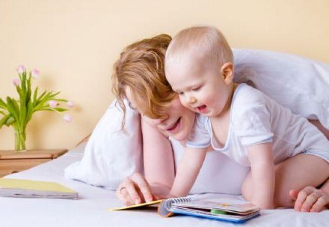 """Primele cuvinte ale bebelusului: de ce spune """"mama"""" sau """"tata""""?"""