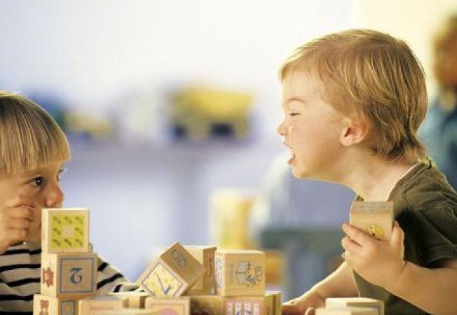 Copilul loveste, musca sau se trage de par? 6 ponturi sa faci fata problemelor