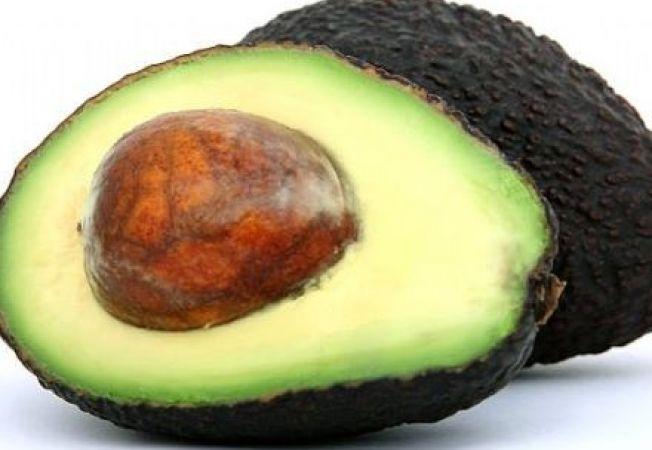 Cum sa iti prepari acasa un exfoliant din avocado