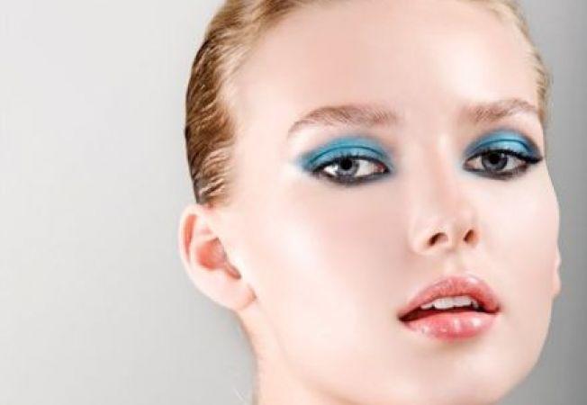 Nuante de albastru pentru ochi, unghii si par in primavara 2013