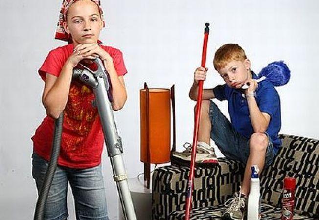 Trucuri pentru a-l determina pe copilul tau sa te ajute la treburile casnice